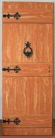 Festett ajtó (flóderezéssel, plasztikus díszekkel)